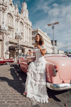My complete guide to this misterious city.You can find Havana cuba and more on our website. My complete guide to this misterious city. Cuba Fashion, Foto Fashion, Florida Keys, Varadero, Cuba Honeymoon, Cuba Outfit, Cuba Wedding, Cuba Island, Cuban People