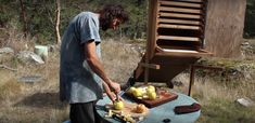 Build Your Own DIY Solar Dehydrator To Preserve Your Summer Harvest... - http://www.ecosnippets.com/alternative-energy/build-your-own-diy-solar-dehydrator/