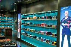 2006 _ Custo BCN Flagship Store - C/Fuencarral 29, Madrid / www.aureolighting.com - Rafael Gallego