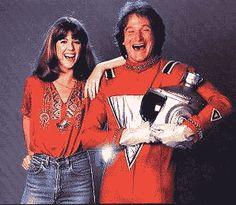 Robin Williams Mork and Mindy - Original Postcard Old Tv Shows, Best Tv Shows, Favorite Tv Shows, Mork & Mindy, Tv Icon, 80s Tv, Robin Williams, Sad Day, News Website
