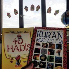 """OYUNCU ANNE MERVE on Instagram: """"Sürprizli Sabah'ul Hayrrrrr:) Dün bahsettiğim o güzel kitap işte şu sağdaki😍  Sürprize gelecek olursak:) Hem #ramazanpostası İçin…"""" Anne, Saga, Cover, Books, Instagram, Libros, Book, Book Illustrations, Libri"""
