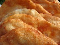 egycsipet: Egyszerű piacos lángos Bread Recipes, Snack Recipes, Cooking Recipes, Hungarian Recipes, Hungarian Food, Bread Rolls, Apple Pie, Chips, Baking