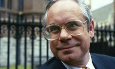 Simon Hoggart, Guardian and Observer journalist, dies aged 67