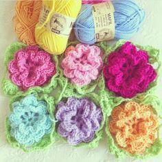 """2012 work in progress: Blanket crochet """"Rosa Rosae""""."""