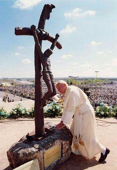 Supo ver el gran significado de llevar la Cruz con gran amor y paciencia, ya que su corazón y vida nunca perdió su objetivo: Cristo.