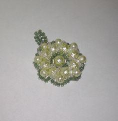 Zöld gyöngymedál 1500 Ft, virágra emlékeztető formával #4 Handmade, medal, pearl Stud Earrings, Floral, Flowers, Handmade, Jewelry, Hand Made, Jewlery, Jewerly, Stud Earring
