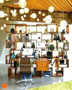 Creative Bookshelf Design for Home Office – Creative Home Office Design Glass Shelves In Bathroom, Floating Glass Shelves, Room Shelves, Storage Shelves, Mesa Home Office, Home Office Desks, Bookshelf Design, Workspace Design, Small Workspace