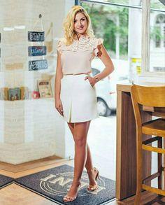 {Summer17} Combinação linda de Nude com Off White nesta blusa em crepe com renda + saia  com prega frontal! ❤