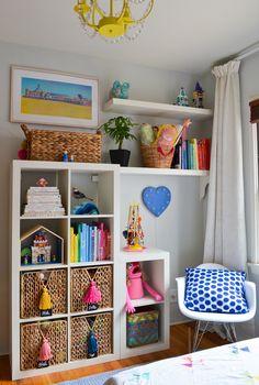 IKEA expedit eames rocker is part of Montessori bedroom - Ikea Kallax Shelf, Ikea Kallax Regal, Kallax Hack, Small Space Organization, Storage Spaces, Organization Ideas, Storage Ideas, Eames Rocker, Montessori Bedroom
