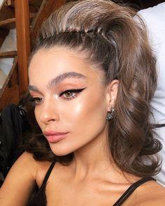 Defined Cat Eye Makeup Look With Neutral Eyeshadow And Glowy – permanent makeup eyeliner Glam Makeup, Bronze Makeup, Cat Eye Makeup, Eyeshadow Makeup, Makeup Tips, Beauty Makeup, Hair Makeup, Huda Beauty, Sfx Makeup