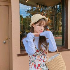 Image may contain: 1 person, standing and hat Ulzzang Korean Girl, Ulzzang Couple, Ulzzang Fashion, Korean Fashion, Girl Couple, Uzzlang Girl, Japan Girl, Best Face Products, Aesthetic Girl