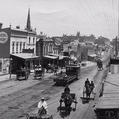 Lost Sydney· George St West (Broadway) circa 1890 - Sydney University in the background. Modern Pictures, Old Pictures, Old Photos, The Rocks Sydney, Aboriginal History, Botany Bay, Sydney City, As Time Goes By, Largest Countries