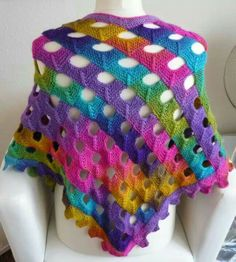 Omslagdoek; I've got to find this pattern! didn't see it on the website