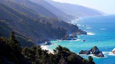 Die traumhafte Bucht bei Big Sur in #Kalifornien, USA auf dem Highway 1. #usamietwagentips gibt Euch passende Routenvorschläge wie Ihr diese tolle Bucht auf einer Reise mit einem #Mietwagen erleben könnt.