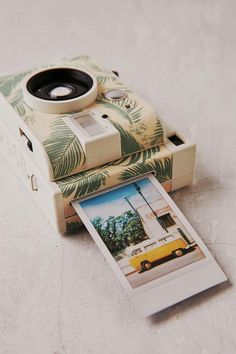 Camera Polaroid - Photography Tips You Can Rely On Today Poloroid Camera, Instax Mini Camera, Polaroid Instax, Vintage Polaroid Camera, Antique Cameras, Vintage Cameras, Canon Camera Models, Camera Gear, Camera Case