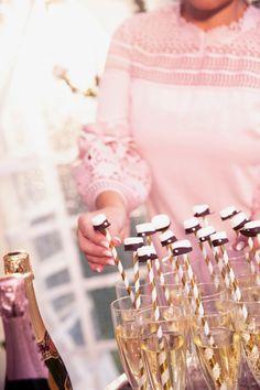 Söta studentmössor som drinkpinnar - Johanna Toftby Bra Hacks, Engagement, Celebrities, Bra Tips, Inspiration, Iris, Champagne, Graduation, Clean Eating
