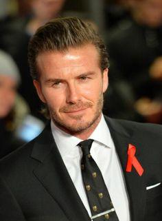 Y como olvidarnos de David Beckham! Aunque no alumbra las canchas de juego de Brasil 20104, sigue siendo uno de los galanes del fútbol más populares