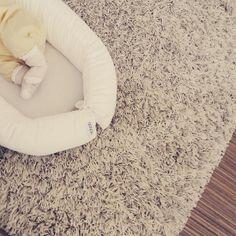 Kiitos @jennyhjulfors tästä kuvasta  Sydän pakahtuu kun näkee pikkuisen jalat siellä. Tämän babyn lempinimi on muuten Mjölk (eli maito suomeksi)  Lempinimen on keksinyt isosisko 4 v. . . . #bebiboofinland #kiitos #pikkusisko #mjölk #ihanavauva #vauvalle #vauva #unipesä #vauvanukkuu #vauvagram #vauvanhuone #raskaus #babyonboard #vastasyntynyt #vauvakuvaus http://ift.tt/2vov30i