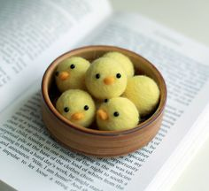 Needle Felted Little Baby Chicks~ A felting project I could do!