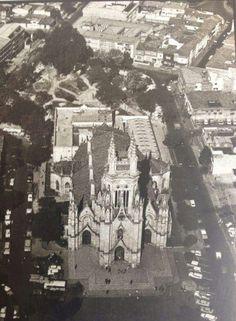 Iglesia de lourdes desde el aire New York Skyline, City, Travel, Vintage, Pickup Trucks, White People, Black, Bogota Colombia, Social Science