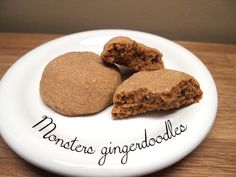 This is not a snickerdoodle, nor a gingerbread cookie. That can only mean one thing: it's a monster gingerdoodle! Big and soft, sweet but not too much ? they will make you beg for more. Baking Sheet, Sweet Stuff, Gingerbread Cookies, Brown Sugar, Monsters, Make It Yourself, Desserts, Recipes, Food