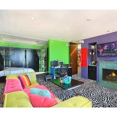 Whattt! This is huge more like awesome room for superstar teens!!