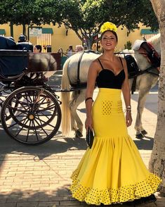 Pasión y duende del caballo andaluz... Diseñ Flamenco Costume, Flamenco Skirt, Big Girl Fashion, I Love Fashion, 30 Outfits, Fashion Outfits, Modest Dresses, Cute Dresses, White Baptism Dress
