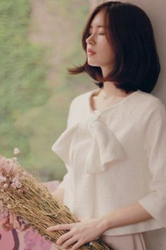 Image by undoubtedl-y Korean Beauty, Asian Beauty, Asian Fashion, Girl Fashion, Medium Hair Styles, Short Hair Styles, Yoon Sun Young, Girl Short Hair, Vintage Style Dresses