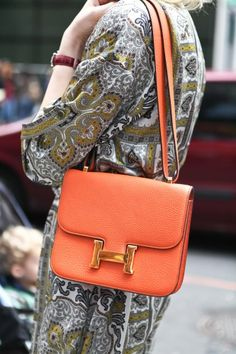I must be weird not to be intrigued by Hermès purse, but rather on the dress. Keeping it low, people.