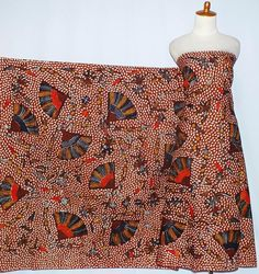 Kain batik tulis Madura bahan katun shantyu super b. Kain ini sangat cocok digunakan untuk berbagai pakaian baik wanita atau pria. Seperti  kemeja pria/wan...