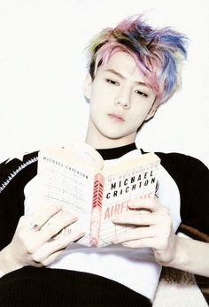 Whats better than sehun? Sehun with a book. Kaisoo, K Pop, Rapper, Chanyeol Baekhyun, Xiuchen, Kim Minseok, Kpop Exo, Kpop Guys, Exo Members