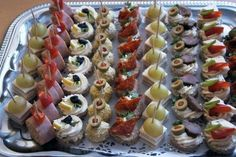 Dinner Party Appetizers, Snacks Für Party, Party Trays, Party Buffet, Tea Party Sandwiches, Czech Recipes, Danish Food, Silvester Party, Party Finger Foods