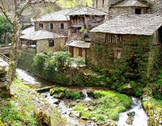 A traditional Asturian village. Magic Places, Places To Go, Aragon, Spain Road Trip, Asturian, Asturias Spain, Spain And Portugal, Beautiful Places To Visit, Beautiful Homes