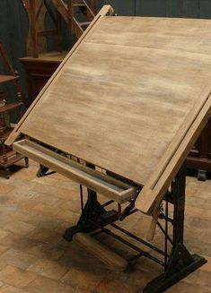 Architect's drawing board c. 1930 (bleached oak) European Antiques : Industrial Architect's drawing board c. Drawing Desk, Drawing Board, My Art Studio, Painting Studio, Antique Drafting Table, Drafting Tables, Deco Design, Wood Design, Wood Furniture