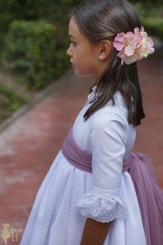 Vestido de Primera Comunión Lucía Confirmation Dresses, Nice Dresses, Girls Dresses, Cute Poses, Communion Dresses, First Communion, Designer Dresses, Dress For You, Kids Outfits