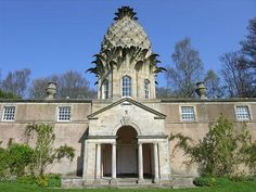 ♥ Dunmore Pineapple House, Schotland ♥ This one is not as bizarre as most of the others, but I think it should still make the list. The Dunmore Pineapple House was built in Scotland for John Murray (fourth Earl of Dunmore) in 1761 by an unknown architect. www.spacedart.com ==> Strange Houses - 1 ==> Like www.facebook.com/spacedart page ♥ Re-Pin it to Your Board :)