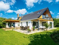 chalet style home with single storey extension Bungalow Renovation, Bungalow Exterior, Bungalow Extensions, House Extensions, Kitchen Extensions, Roof Design, Exterior Design, Dormer Bungalow, Modern Bungalow