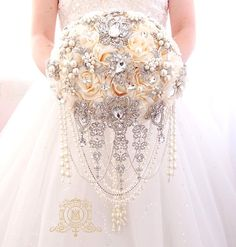Brooch bouquet silver and Champaign