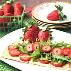 Strawberry Brie Flatbread Salad
