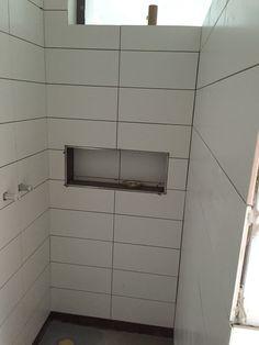 Rohbau Duschablage gefliest - Bild 5 Tile Shower Shelf, Downstairs Toilet, Storage Compartments, Small Bathroom, Bathrooms, Bathroom Ideas, Decoration, Tub, Sweet Home