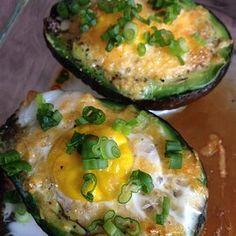Avocado Baked Eggs Protein Rich Breakfast, Avocado Breakfast, Breakfast Bites, Breakfast Recipes, Baked Avocado, Egg Recipes, Healthy Recipes, Free Recipes, Recipes