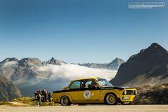 Ein BMW 2002 ti an der letztjährigen Bernina Gran Turismo 😍  © Dani Reinhard  #zwischengas #oldtimer #youngtimer #classiccar #classiccars #auto #car #cars #bmw #berninagranturismo