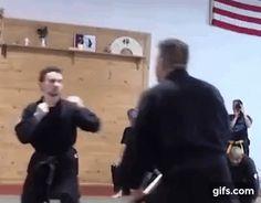 Krav Maga Self Defense, Self Defense Tips, Chainmail Armor, Stick Fight, Learn Krav Maga, Martial Arts Workout, Hapkido, Kendo, Karate