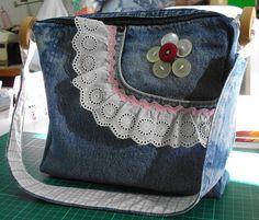 Denim bag - http://www.flickr.com/photos/veronicaarteira/3546530930/