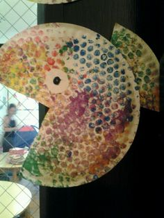 paper plate fish bubble wrap painting for scales