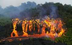 Gooey, goopy, oozey -- even the words that describe lava are pretty spectacular. Below, feast your eyes on 17 photos of the molten stuff of gods. Volcano World, Erupting Volcano, Modern Photographers, Lava Flow, Natural Phenomena, Fire And Ice, Great Photos, Science Nature, Mother Nature