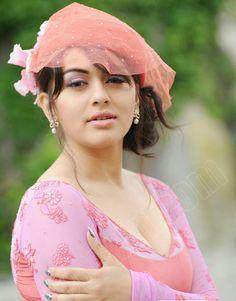 10 Beautiful Images of South Actress Hansika Motwani Bollywood Actress Hot Photos, Bollywood Girls, Beautiful Bollywood Actress, Actress Pics, Beautiful Girl Indian, Most Beautiful Indian Actress, Beautiful Girl Image, Beautiful Images, South Actress