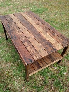 Pallet Wood- UpCycled Coffee Table - Vintage, Rustic Look Rustic Coffee Tables, Coffee Table Design, Barn Wood Tables, Wood Pallet Coffee Table, Timber Table, Coffe Table, Rustic Table, Diy Pallet Projects, Wood Projects