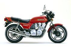 絶版フラッグシップの誘惑 ~ホンダ CB750F/CB900F 1979-1984~の特集記事です。「バイク、ツーリング、メンテナンスのことをもっと知りたい」というアナタのためのコンテンツ。バイクブロスマガジンズでは、バイク初心者から、バイクを乗りこなしているベテランのライダーまで、バイクライフを充実させるための情報をウェブでも配信中! Honda Motors, Honda Bikes, Honda Cb750, Racing Motorcycles, Vintage Motorcycles, Motorcross Bike, Japanese Motorcycle, Motor Scooters, Classic Bikes