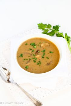 This vegan mushroom soup recipe has the enticing texture of fresh mushrooms and a layer of flavor from a touch of curry. 101 calories and 2 Weight Watchers SmartPoints Vegan Soups, Vegan Vegetarian, Vegetarian Recipes, Cooking Recipes, Healthy Recipes, Vitamix Recipes, Vegan Food, Vegan Mushroom Soup, Mushroom Soup Recipes